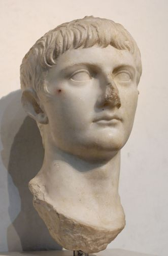 800px-Bust_Germanicus_Massimo